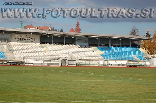 Ptujski stadion je kombinacija nogometnega in atletskega stadiona