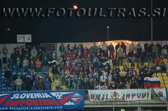 Združeni slovenski navijači na tekmi med Slovenijo in Albanijo (13. 10. 2007) na celjski Areni Petrol