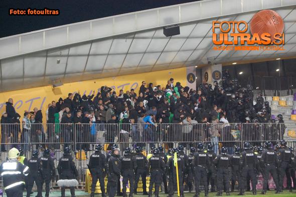 Največjo represijo in povsem nepotrebno s strani policije, so Dragonsi doživeli na derbiju v Mariboru