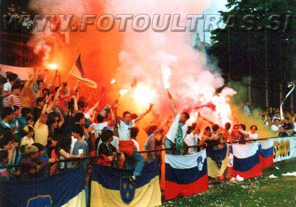 Današnje Celjske grofe sestavljajo tudi člani skupine iz začetka 90. let (na sliki Celjski grofje med tekmo proti Mariboru leta 1992 na Skalni kleti)