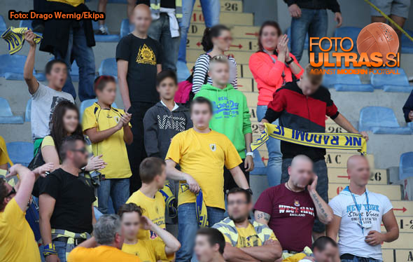 Soccer/Football, Domzale, First Division (NK Kalcer Radomlje - NK Maribor), Fans Radomlje, 27-Sep-2014, (Photo by: Drago Wernig / Ekipa)