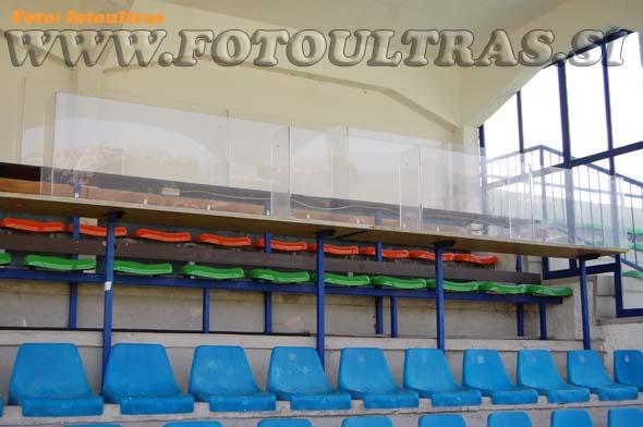 Del pokrite glavne tribune