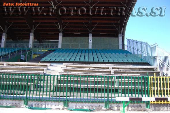 Izgled spodnjega dela glavne tribune nekoč - obnova je bila zares potrebna