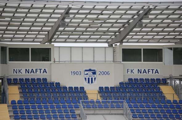 Zgornji del osrednjega sektorja za gledalce na glavni tribuni je namenjen VIP-ovcem