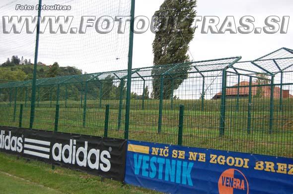 Eno najbolj sramotnih stojišč za gostujoče navijače, ki jih lahko najdemo na slovenskih stadionih