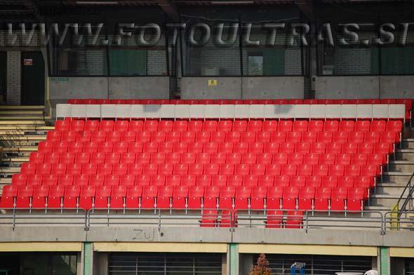 Sektor VIP, ki sprejme 165 gledalcev; nad njim je še prostora za 23 novinarjev